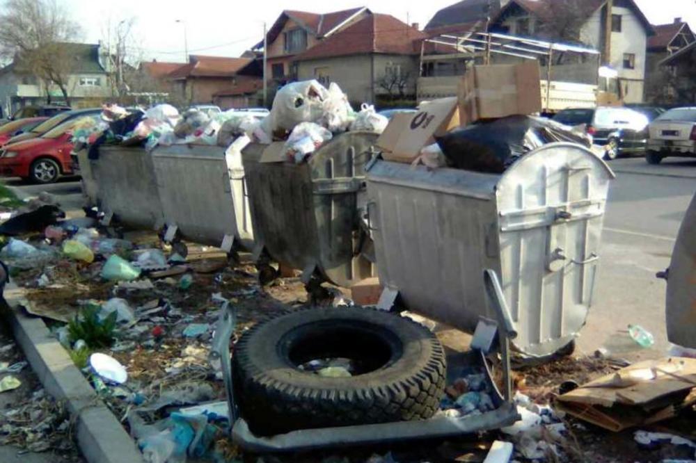 (FOTO) SRAMOTA ZA NIŠLIJE: Umesto parkinga, na Durlanu nikla deponija!