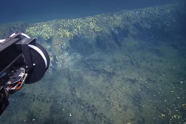 ĐAKUZI OČAJA – Ko zaroni u ovo jezero, više se ne vraća među žive! VIDEO