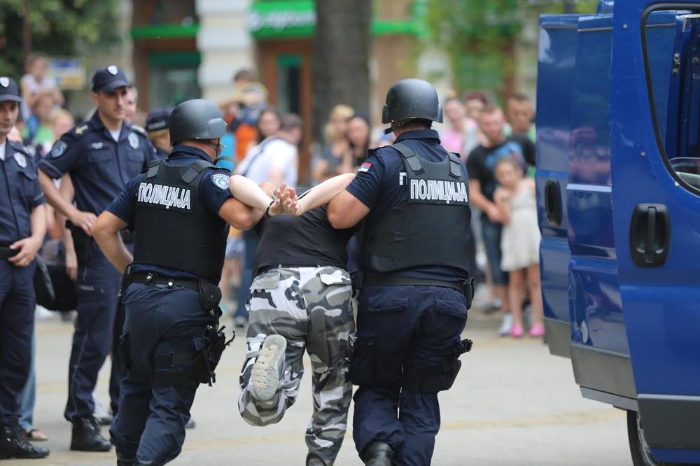 TRAGIČAN EPILOG KAFANSKE TUČE U MAČVANSKOJ MITROVICI: Preminuo brutalno prebijeni mladić, među napadačima i maloletnik