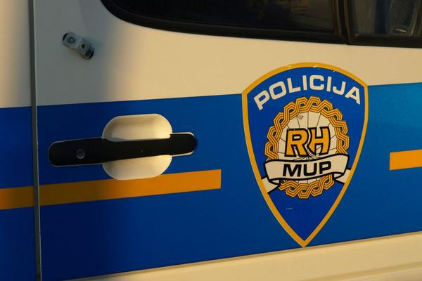 POLICAJAC ZALOŽIO SLUŽBENI PIŠTOLJ DA BI DOŠAO DO PARA: Odmah