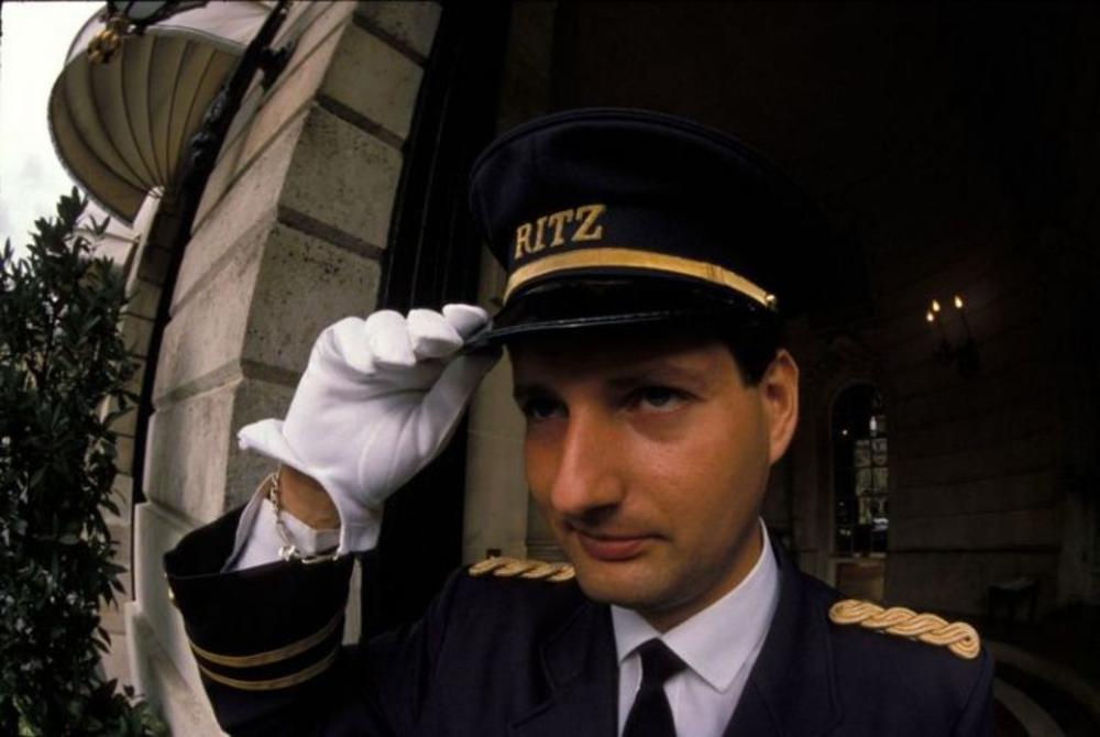 ИСТИНА О НАСТАНКУ СРПСКЕ НАПРЕДНЕ СТРАНКЕ: Ево како је Вучић стварно направио СНС! Француски шпијуни, хотели и по који милион!