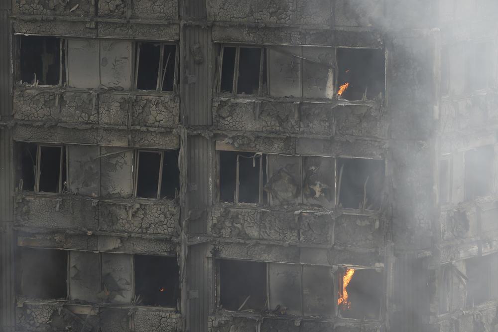 (VIDEO) IZGORELO SVE DO TEMELJA: Objavljen snimak unutrašnjosti londonskog tornja posle požara