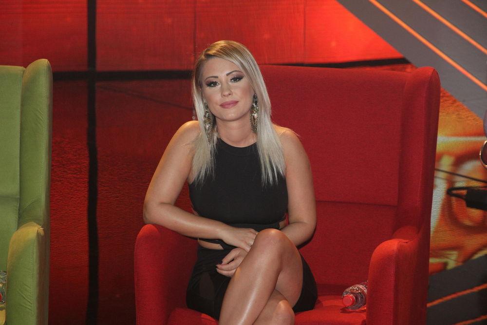(FOTO) ALEKSANDRA BURSAĆ POKAZALA DEČKA: Žene su odlepile kada su videle kakav je frajer!