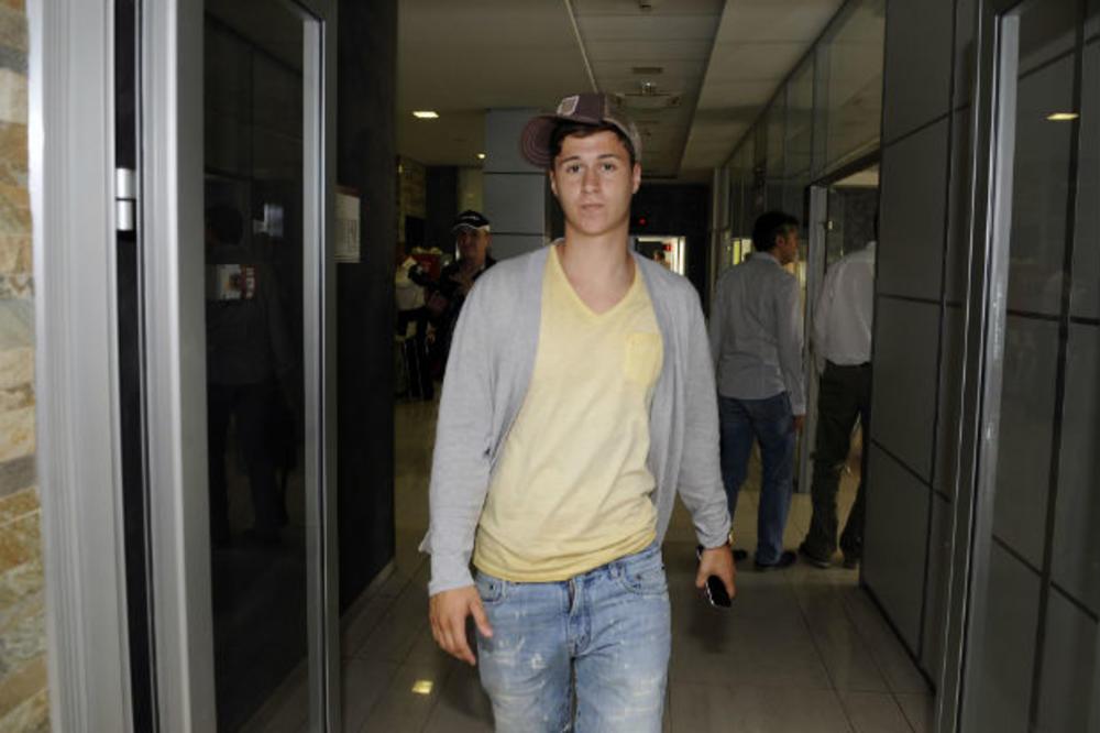 (FOTO) GROBARI PODELJENI: Navijači Partizana ratuju zbog Danila Pantića, evo šta su mu poručili