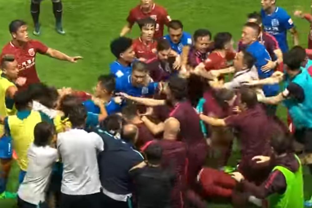 (VIDEO) SKANDAL U KINI: Piksijevi igrači izgubili živce, pali na provokacije i izazvali opštu tuču