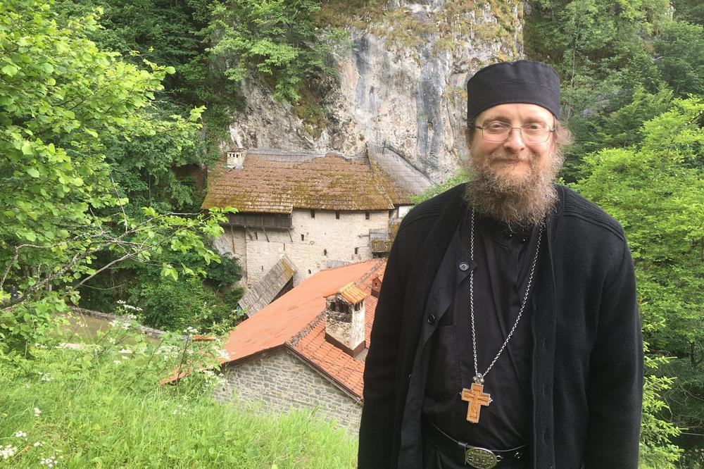 (FOTO) MANASTIR CRNA REKA: Iguman Sava Janjić obeležava 28 godina monaškog života
