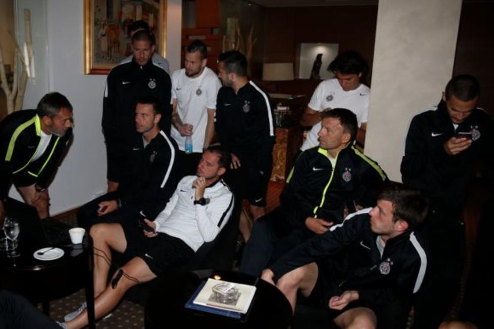(VIDEO) DELIBAŠIĆ ČASTI: Evo kako su igrači i stručni štab Partizana ispratili žreb za LŠ