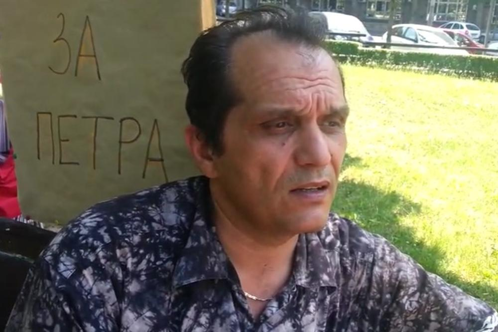 POGORŠALO MU SE ZDRAVLJE: Profesor iz Kragujevca koji je štrajkovao glađu prevezen u Urgentni