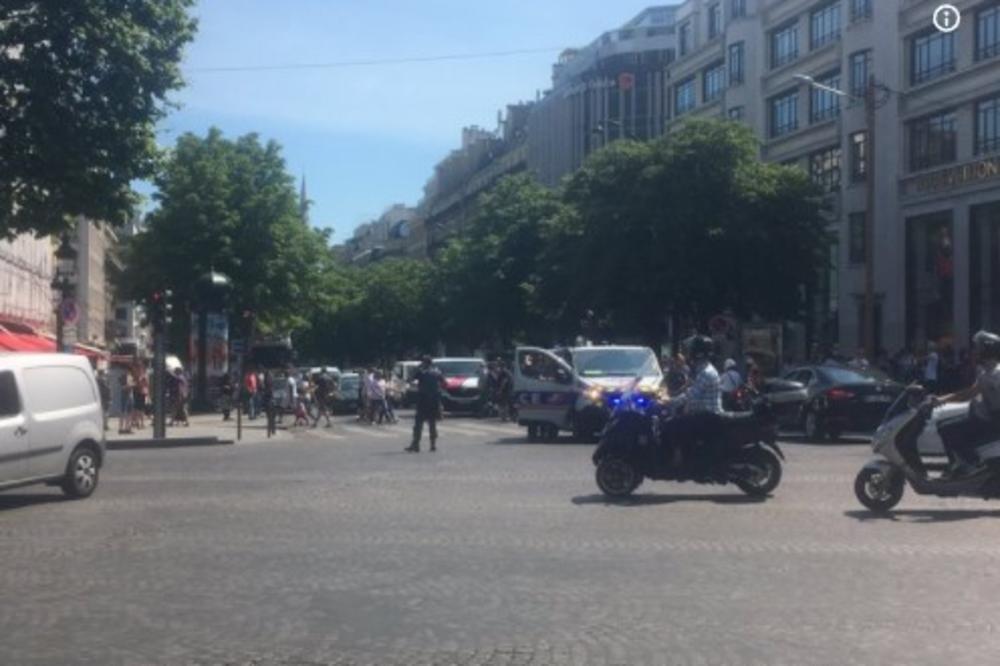 (VIDEO) NAPAD NA POLICIJU U PARIZU: Automobil se zabio u policijski kombi, napadač uhapšen