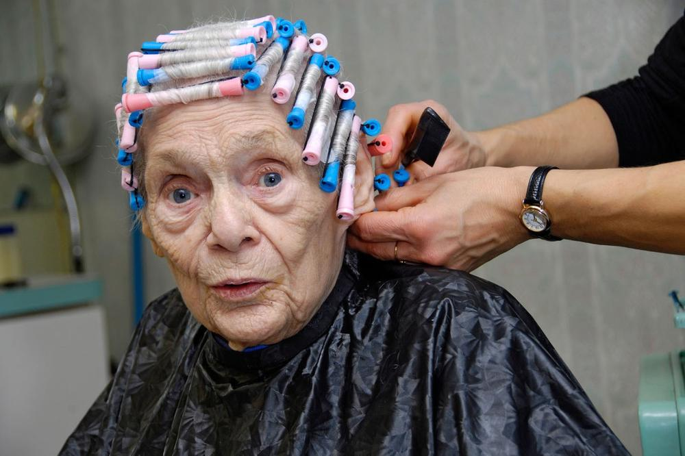 ŠAMPON MORA DA PENI? Netačno! Predstavljamo vam odgovore na 12 dilema vezanih za negu kose!