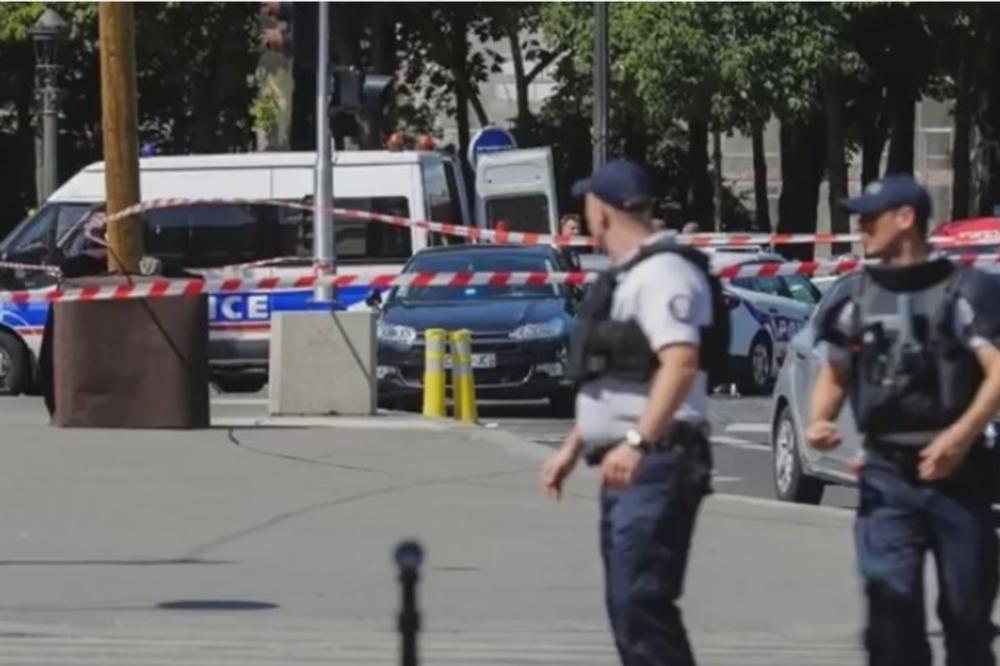 EKSPLOZIJA U PARIZU: Autom se zakucao u policijsko vozilo!