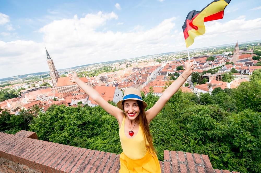 IVANINA ŽIVOTNA PRIČA: Otišla sam u Nemačku sa 2 kofera i 200 evra! Htela sam da umrem od tuge, a sada izbegavam naše!