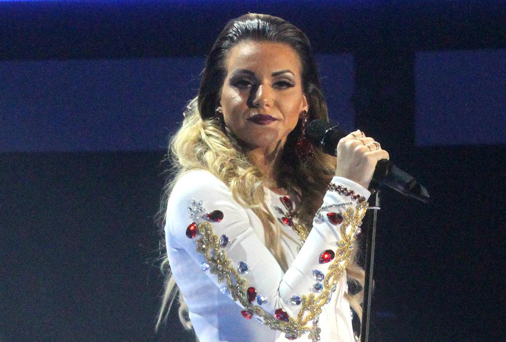 IMALA JE PLIKOVE PO TELU, ZAVRŠILA JE I U HITNOJ: Naša pevačica preživela pravi PAKAO zbog ZDRAVLJA, a onda joj se život promenio!