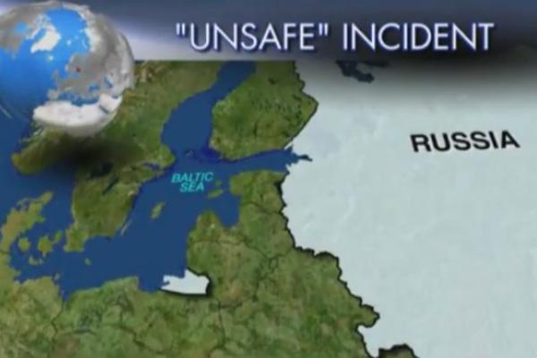 AMERI ODLEPILI ZBOG RUSA – Suhoj se približio na metar američkom vojnom avionu! Ovo je do sada najopasniji incident! VIDEO