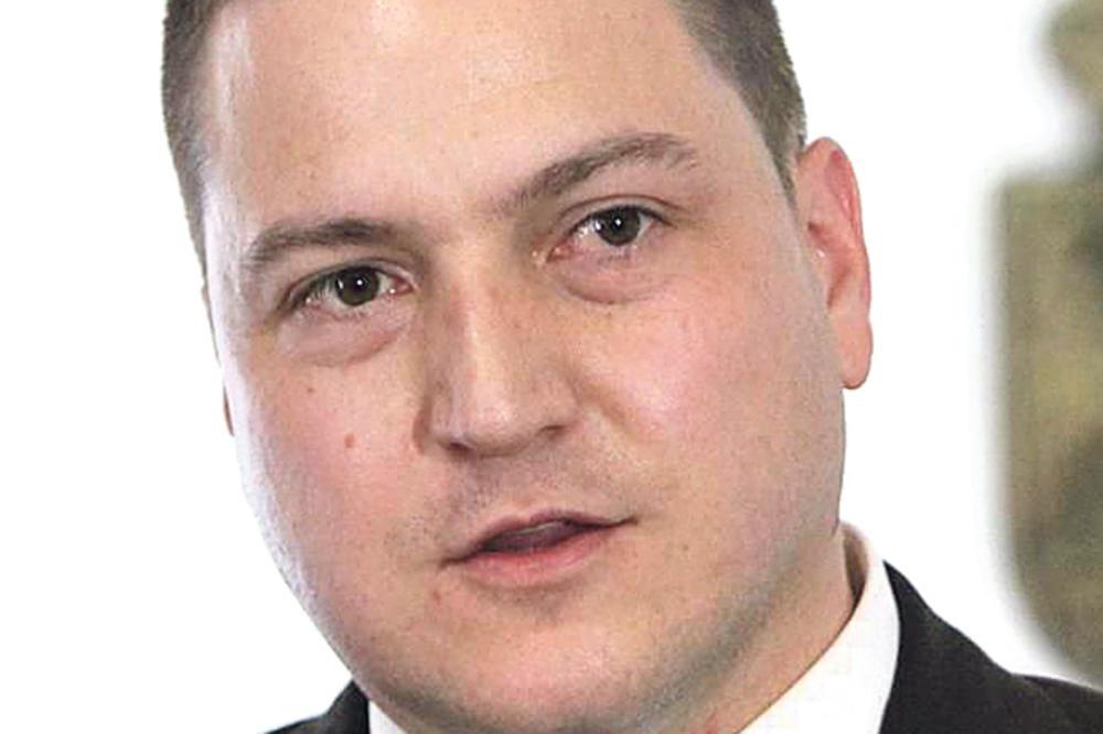 NE UMEJU SAMI DA URADE SVOJ POSAO: Novi ministar državne uprave Branko Ružić raspisao tender za pisanje zakona