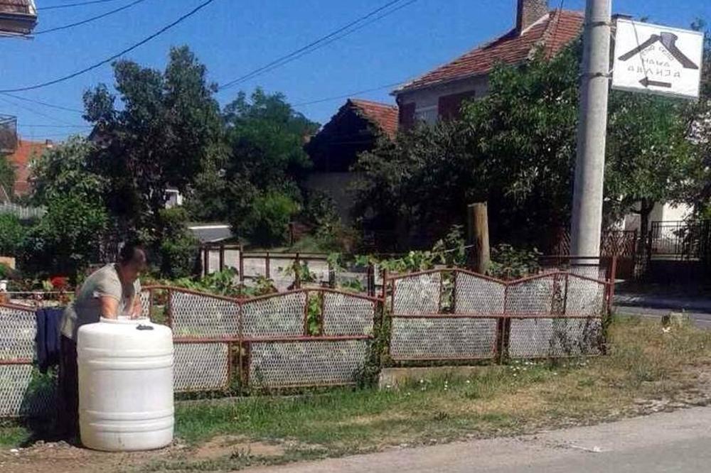 PONOVO SAMA PROTIV BAGERA: Ženi iz Blaca koja je zimus mesec dana čuvala šaht ponovo pokušali da isključe vodu