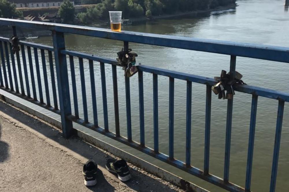 (FOTO) UMALO TRAGEDIJA U NOVOM SADU: Momci skočili s mosta pravo u Dunav i uzviknuli Vidimo se u Beogradu!