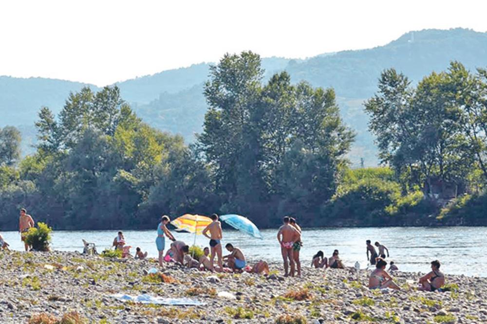 DIVLJA PLAŽA NA DRINI: Zaroniš u Bosni, a isplivaš u Srbiji