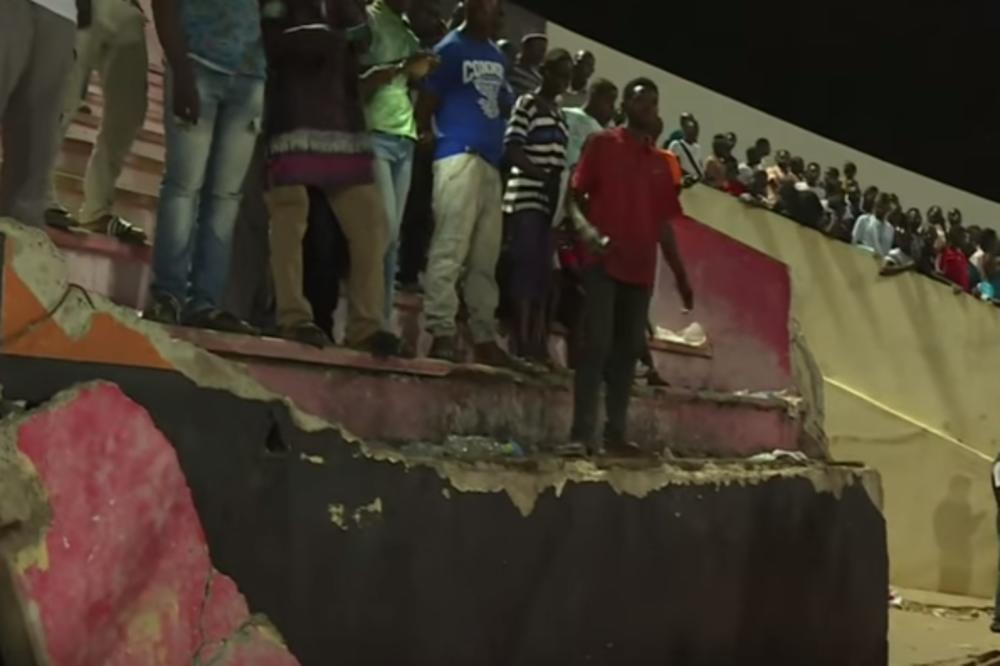 (VIDEO) TRAGEDIJA NA FUDBALSKOM MEČU: Najmanje 8 osoba poginulo u stampedu navijača!