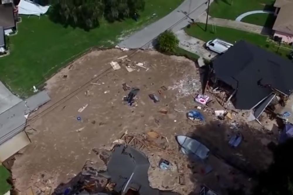 (VIDEO) ZEMLJA GUTALA SVE PRED SOBOM: Ogromna rupa u centru grada usisala dve kuće i brod!