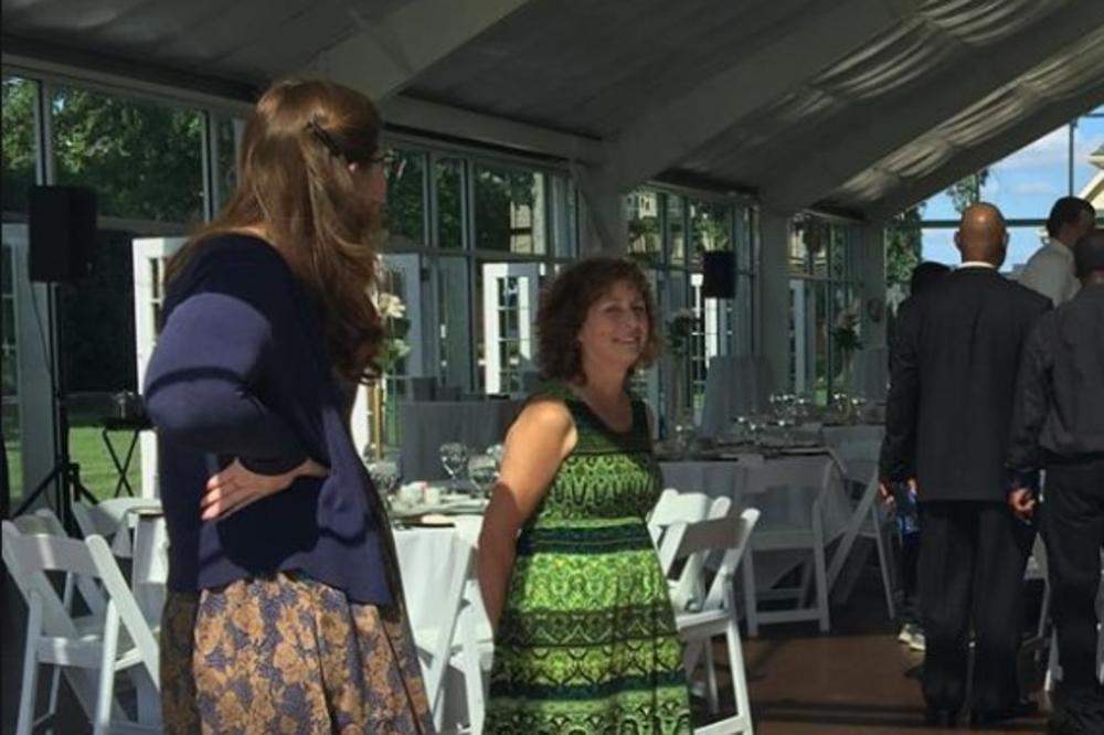 (FOTO) RAZOČARANA MLADA OTKAZALA VENČANJE: Umesto bacanja hrane, uradila je nešto fantastično!