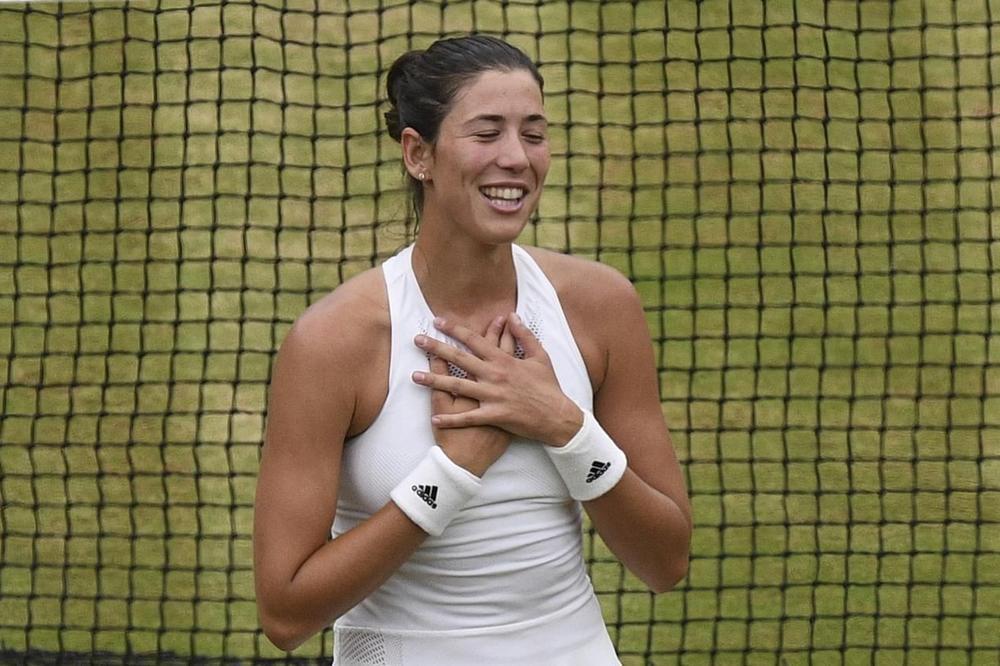 (FOTO) LATINO ZAVODNICA: Španska teniserka zasenila sve na Vimbldon gala večeri