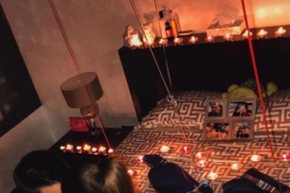 (FOTO) KAD ĐOKOVIĆ SLAVI: Romantika, strasti i pipkanje u krevetu