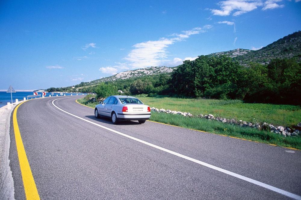 NEVOLJE NEMAČKIH TURISTA U HRVATSKOJ: Prvo im se pokvarila kola, pa ih opljačkali