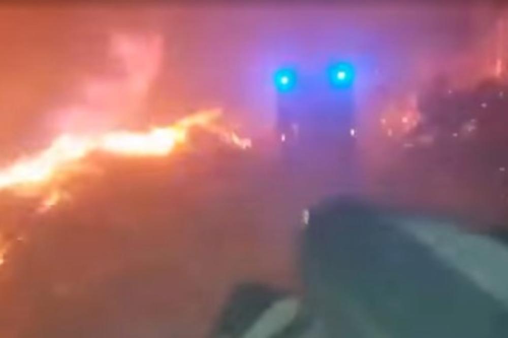 (VIDEO) SNIMAK IZ SREDIŠTA PAKLA:  Vatrogasac se našao usred vatrene stihije koja gura sve pred sobom!