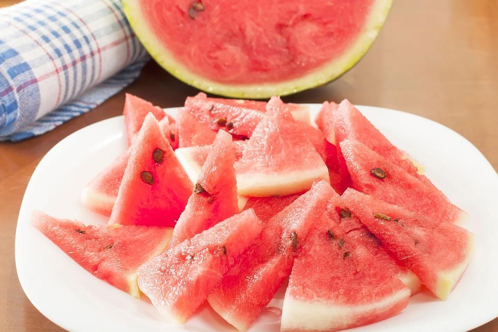 DA, DOBRO STE PROČITALI: Posolite lubenicu i posmatrajte čudo!