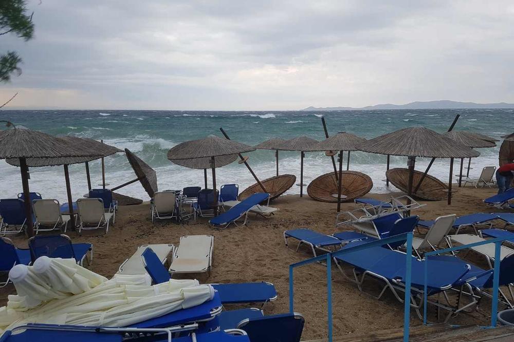 (VIDEO) KONZUL OBIŠAO POPLAVLJENE SRPSKE TURISTE U GRČKOJ: Najteža situacija u Sitoniji, neka mesta još nepristupačna!