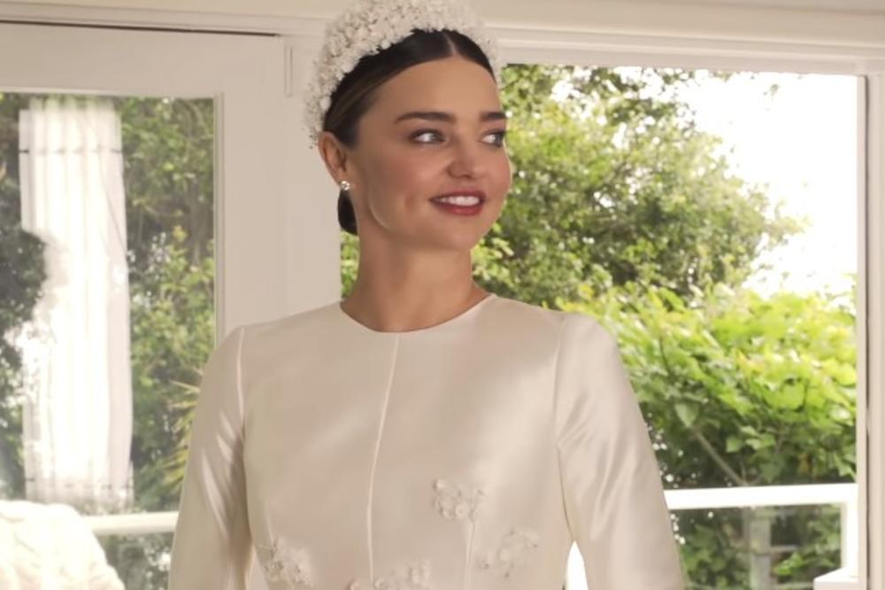 (VIDEO, FOTO) DVA MESECA POSLE VENČANJA: Miranda Ker pokazala u kakvoj venčanici se udala za milionera