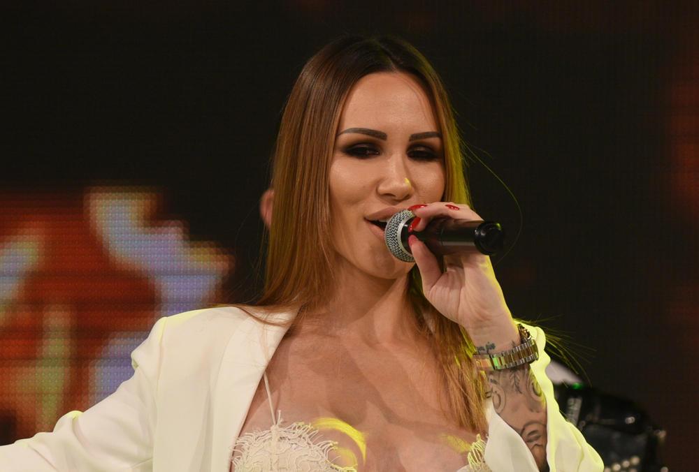 (FOTO) OPUSTILA SE: Evo kako Nikolija izgleda bez trunke šminke!