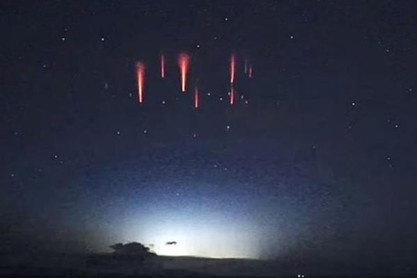 IZVRNUTE MUNJE ŠOKIRALE ASTRONOMA – Umesto da idu ka tlu, one putuju u svemir!? VIDEO