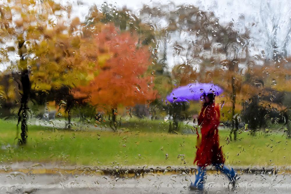 HLADAN NOVEMBARSKI DAN: Tmurno i hladno sa kišom, ali već u petak suvo i toplije