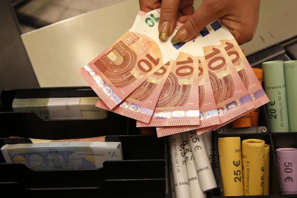 DOMAĆA VALUTA MIRUJE: Za evro danas 118,9569