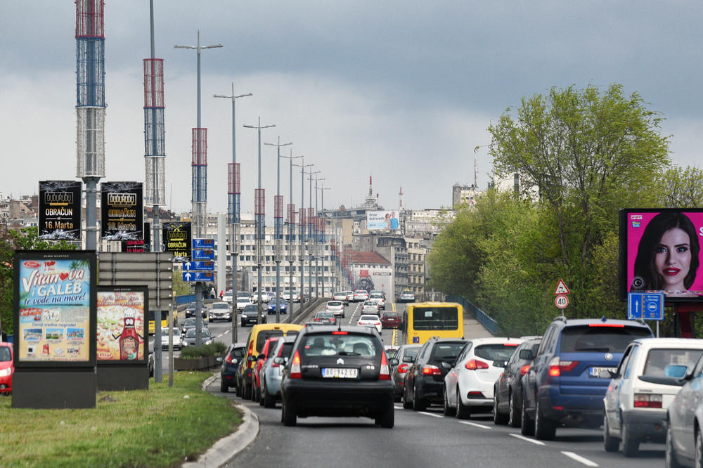 NA GLAVNIM PUTEVIMA NEMA GUŽVE: Pojačan saobraćaj u gradovima, nema zastoja