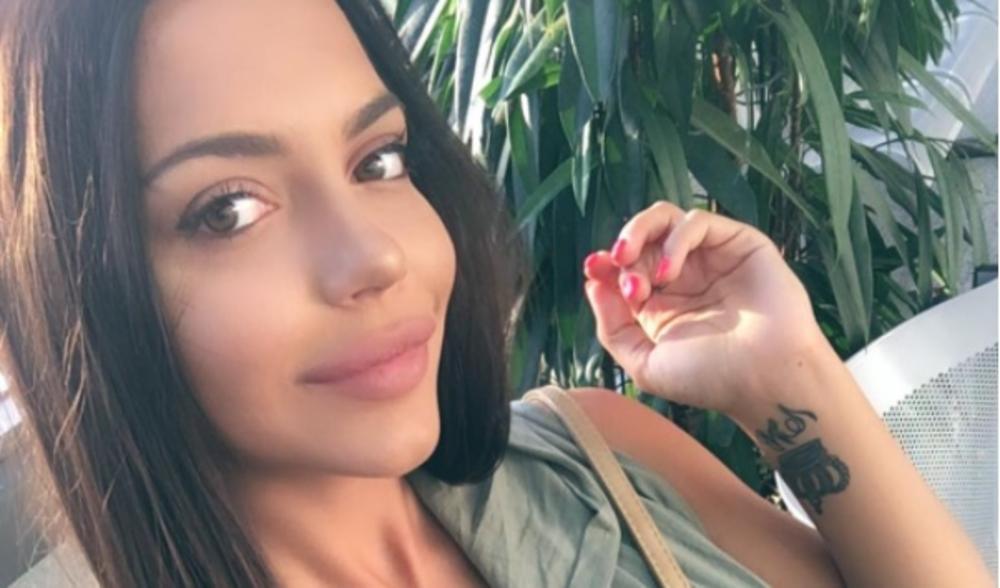 (FOTO) HELENA TOPALOVIĆ VIŠE NE KRIJE DEČKA: A sada je pokazala šta sa njim radi u krevetu! Vreli selfi zapalio mreže!