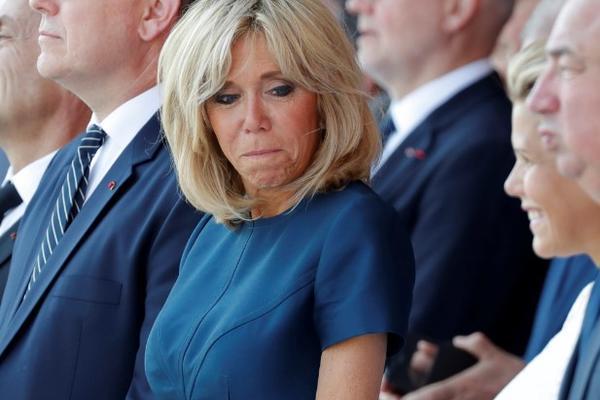 MAKRONOVA SUPRUGA NIJE BAŠ OMILJENA: Evo zašto je 160.000 Francuza potpisalo peticiju protiv prve dame
