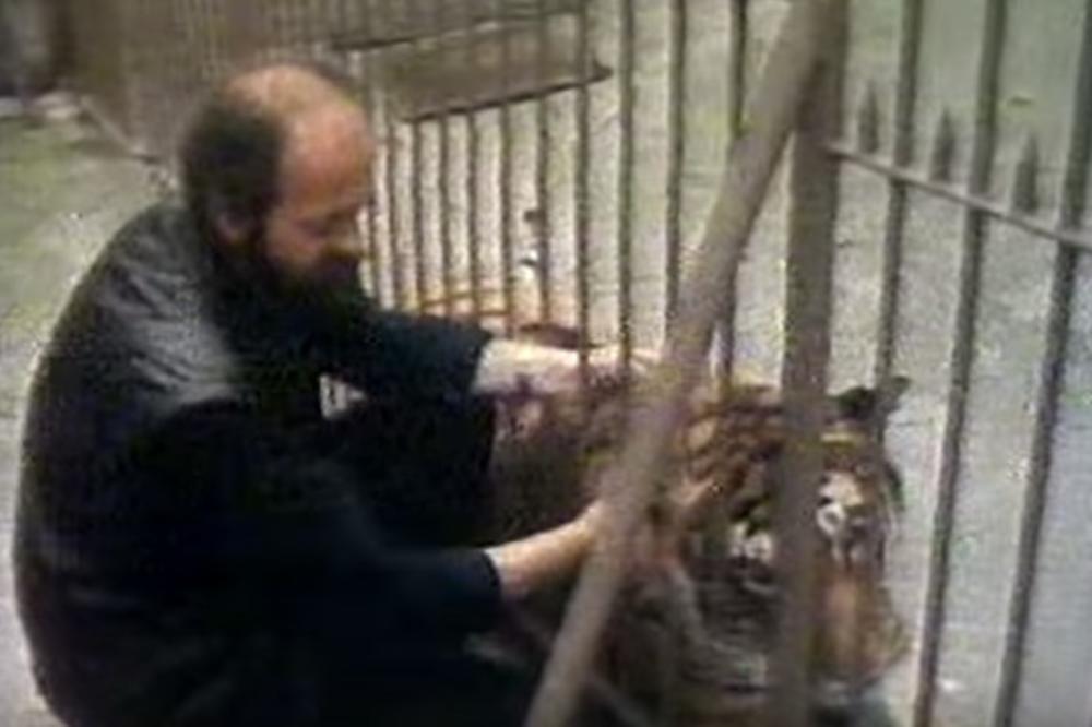(VIDEO) O OVOME STE SAMO SLUŠALI, A SAD IMAMO I DOKAZ: Evo šta je Vuk Bojović radio sa opasnim životinjama! OVO JE SMEO SAMO ON!