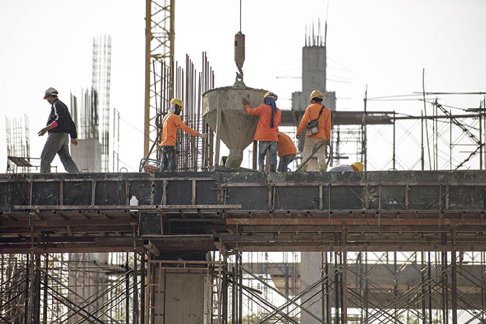 MUKA IH NATERALA: Građevinci beže u Afriku zbog većih plata