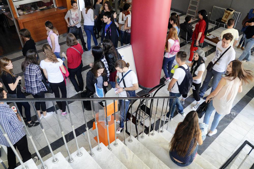 Danas je Međunarodni dan mladih: 19 odsto mladih nikad nije izašlo iz Srbije, najveći problem posao