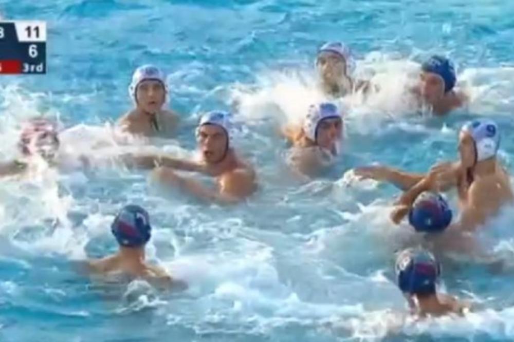 (VIDEO) MUČKI S LEĐA NA SRBE Burno u bazenu u Beogradu: Italijani neočekivano napali Delfine pesnicama