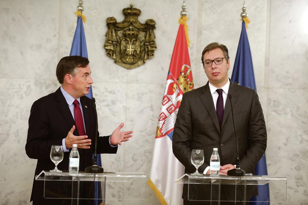 Mekalister: Sredite vladavinu prava Vučić: Prvo Kosovo, pa Rusija!