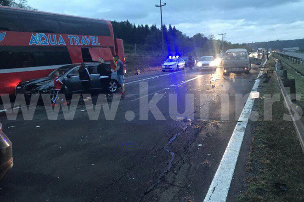 STRAVIČNA NESREĆA KOD VRČINA: U lančanom sudaru autobusa i 5 automobila ima mrtvih i povređenih