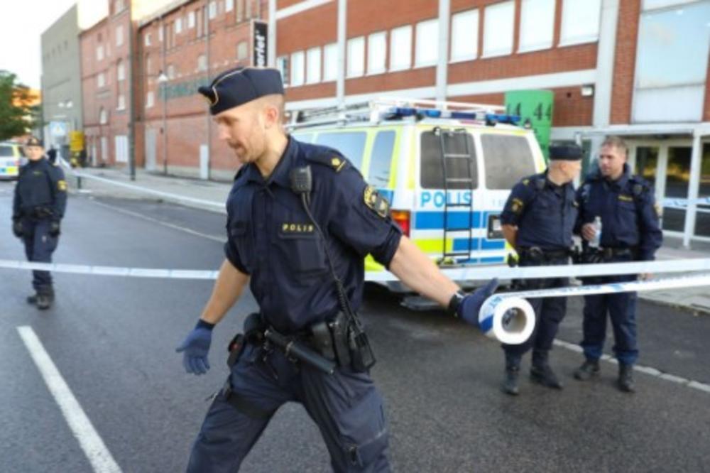 NOVI ORUŽANI NAPAD U MALMEU: Maskirani napadači ispalili rafal sa motora, četiri osobe povređene!