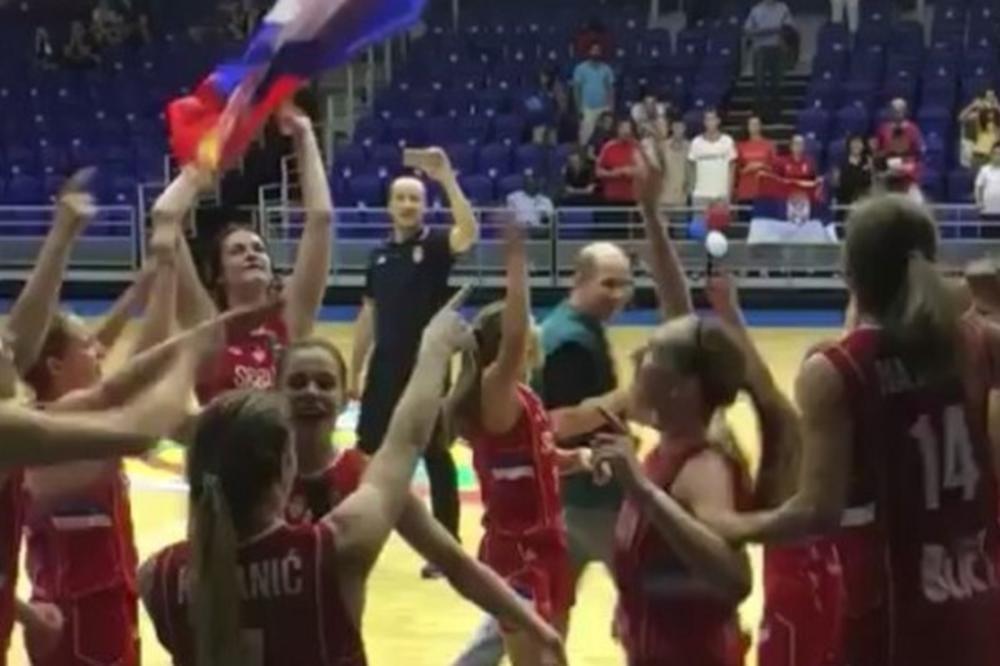 (VIDEO) GRMELA CECA NA PARKETU: Srpkinje ušle u finale pa zapevale poznati hit folk zvezde