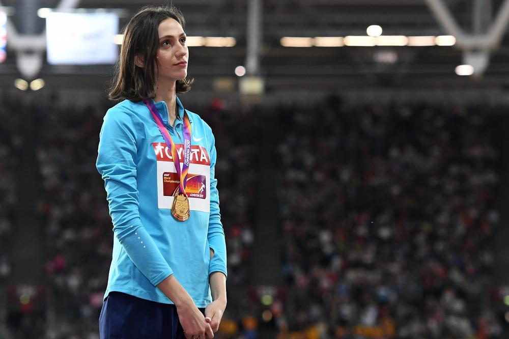 (VIDEO) ZLATNA RUSKINJA TUŽNA NA POSTOLJU: Šampionka  slušala zvaničnu pesmu prvenstva umesto himne svoje zemlje