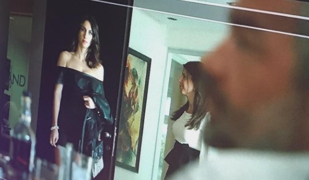 (FOTO) JELISAVETA ZAGOLICALA MAŠTU FANOVIMA SERIJE UBICE MOGA OCA: Scena sa Glogovcem u kojoj je u uskoj kožnoj haljini!