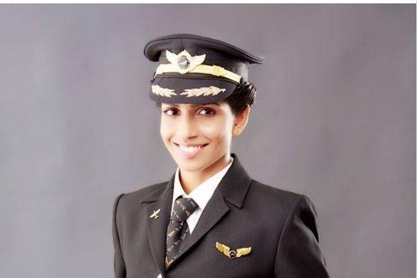 (FOTO) SVI ŽELE DA LETE SA NJOM: Ona je najmlađa i najlepša pilotkinja na svetu!
